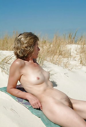 Amateure mature nudist