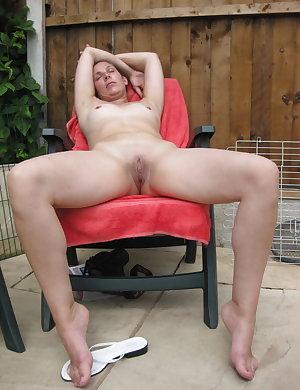 Amateure mature nudist