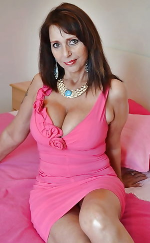 Hot & Sexy - Mature & Milfs