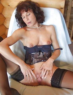 Hot & Sexy - Mature & Milfs