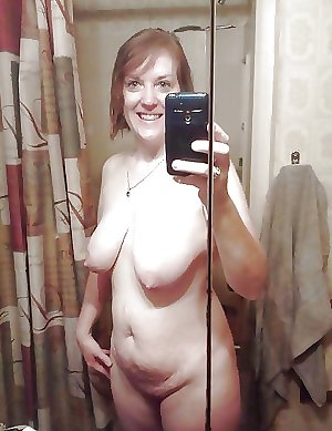 Selfie Amateur MILFs and Mature - vol 44!
