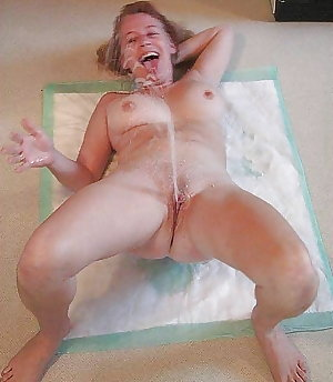 WOMAN PISS