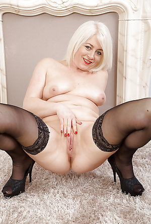 Hot Milfs & Cougars Mix