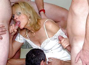 sexy mature ladies 117