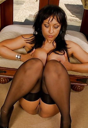 Best Nylon Stockings And Pantyhose