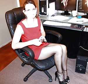 hotlegs-mature legs and more5