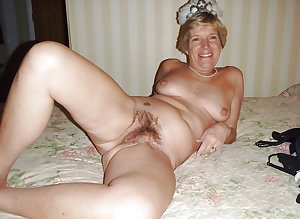 Milfs and matures 31