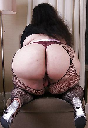 Mature BBWs in stockings 25 (part 1)