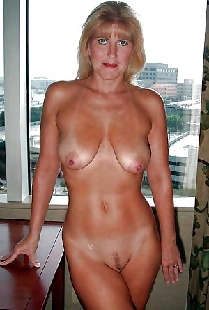 mature amateur saggy tits 144