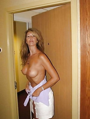 Amateurs Matures Milfs Housewives 43