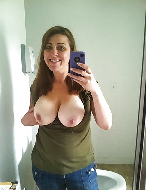 Selfie Amateur MILFs and Mature - vol 9!