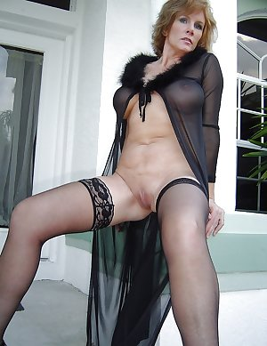 hotlegs-mature legs and more9