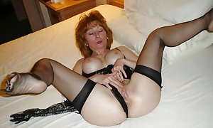 Mature Amateurs Spreading 21