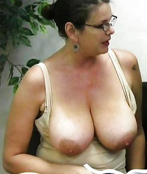 Mature Momslut Carrie Moon