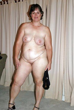 mature amateur saggy tits 21