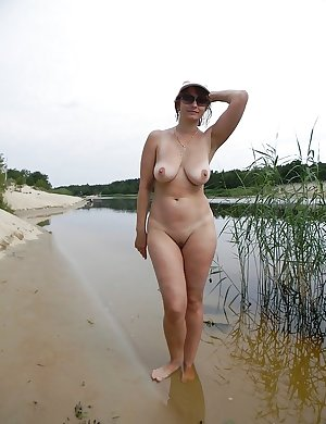 mature amateur saggy tits 21