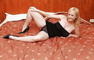 Sexy Busty Mature Milf  Imogen, Bedroom Tease