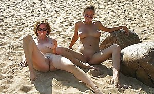 Nudist - Cute milf
