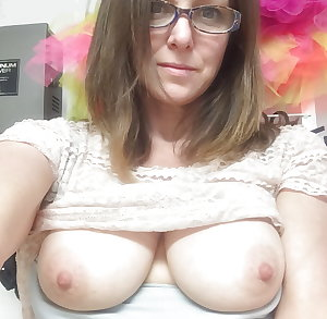 Sexy Busty Mature Milf Shelley